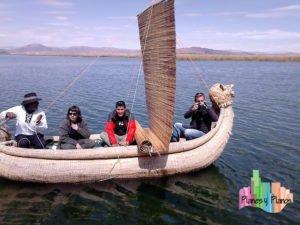Embarcación típica uros